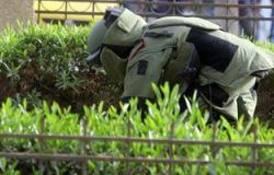خبراء المفرقعات يفككون قنبلة هيكلية عثر عليها أسفل سيارة بدمياط