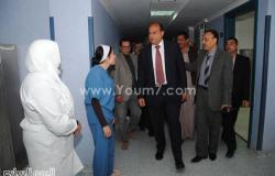 بالصور.. محافظ مطروح يتفقد مستشفى الحمام المركزى ويكافئ الأطباء والتمريض