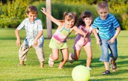 الديلى ميل: عدم التعرض لضوء الشمس الكافى قد يدمر بصر الأطفال