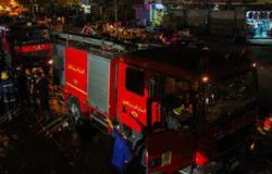 الدفع بـ12 سيارة إطفاء و3 خزانات إستراتيجية لإخماد حريق شركة بأكتوبر