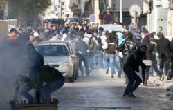 بالفيديو.. محتجون يشعلون الإطارات ويقطعون الطريق فى مدينة القصرين التونسية