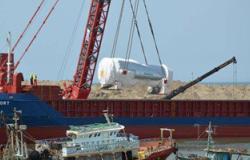 بالفيديو والصور.. وصول أول باخرة لميناء البرلس لنقل تروبينات محطة الكهرباء العملاقة