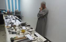 ضبط مساعد شرطة بالمعاش يدير ورشة تصنيع أسلحة نارية بالغربية